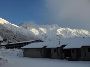 Aoraki Court Motel during the winter