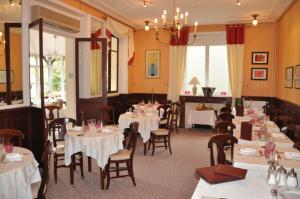 A restaurant or other place to eat at Nouvel Hotel