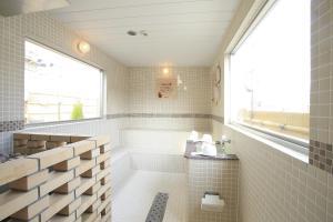 A bathroom at Sauna & Capsule Hotel Rumor Plaza