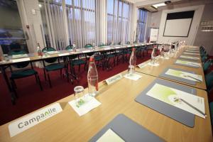 Espace de conférence ou salle de réunion dans l'établissement Campanile Paris Ouest - Nanterre - La Défense