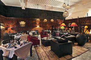 A restaurant or other place to eat at La Villa des Orangers - Relais & Châteaux