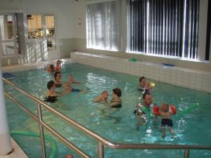 The swimming pool at or near Apartementos Saukkohaka