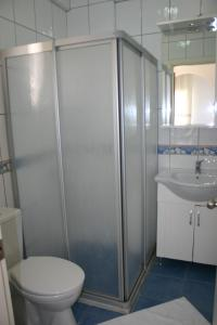 A bathroom at Rose Residence