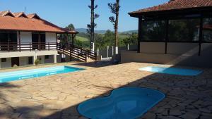 The swimming pool at or near Pousada Recanto do Teimoso Pouso Alegre