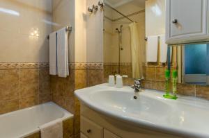 A bathroom at Hotel Flamingo