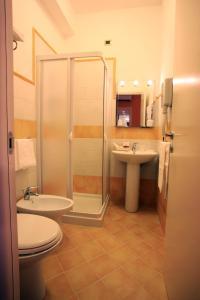 A bathroom at Hotel San Martino