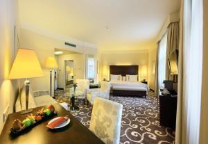 A seating area at Grand Hotel Bohemia