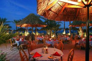 Een restaurant of ander eetgelegenheid bij Maritim Jolie Ville Resort & Casino