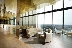 A seating area at Hilton Manchester Deansgate