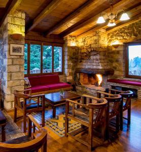 Εστιατόριο ή άλλο μέρος για φαγητό στο Ξενοδοχείο Πηγή Ταρλαμπά