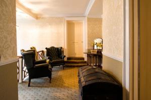 A seating area at Bishopsgate House Hotel