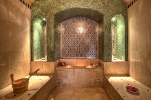 A bathroom at Riad Kniza