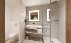A bathroom at Novotel Nuernberg Centre Ville