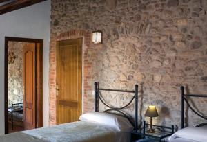 Cama o camas de una habitación en Casa Rural El Pati de l´Albera