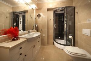 A bathroom at Villa Castello Rausch
