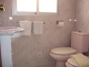 A bathroom at Las Palmeras - Zand Properties