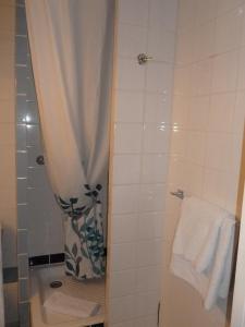 A bathroom at Le Richelieu