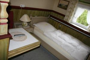 Кровать или кровати в номере Hotel Meyer Alter Bergischer Gasthof GARNI