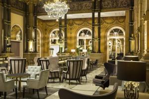 Een restaurant of ander eetgelegenheid bij Hilton Paris Opera