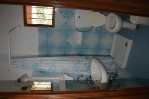 Ein Badezimmer in der Unterkunft Elena - Kostas