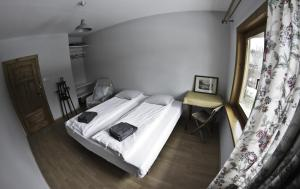 Łóżko lub łóżka w pokoju w obiekcie Chata Apart