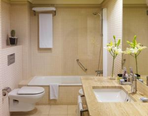 A bathroom at H10 Lanzarote Princess