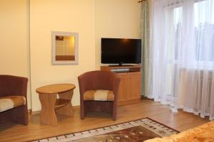 A television and/or entertainment centre at Zajazd Jagnar