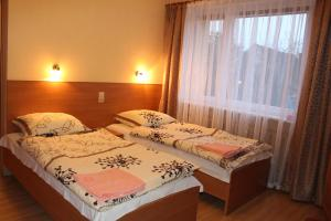A bed or beds in a room at Zajazd Jagnar