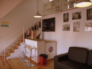 The lobby or reception area at Inn Possible Lisbon Hostel