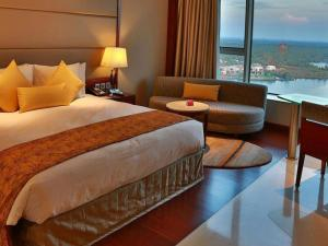 A bed or beds in a room at Crowne Plaza Kochi, an IHG Hotel