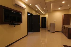 Uma TV ou centro de entretenimento em Ronza Land