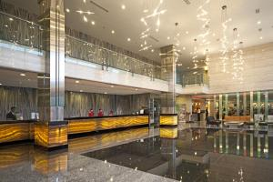 Hall ou réception de l'établissement FM7 Resort Hotel - Jakarta Airport