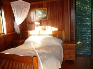 A bed or beds in a room at Coral Sea Views