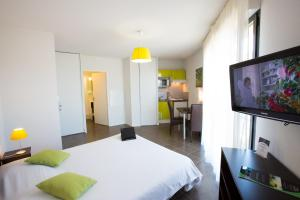 A television and/or entertainment center at All Suites Pau – Zénith