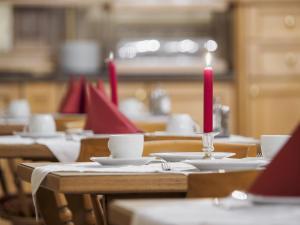 Ein Restaurant oder anderes Speiselokal in der Unterkunft Hotel A8 Lukas