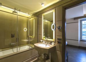 A bathroom at Hotel Balestri