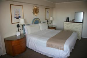 A bed or beds in a room at Westport Inn