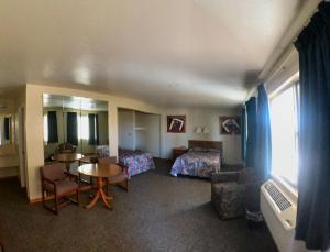 A seating area at Travelers Inn Topeka