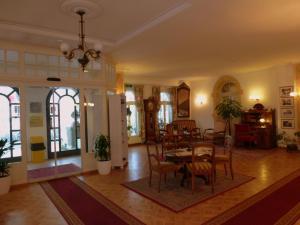Un restaurante o sitio para comer en Hotel Central Continental