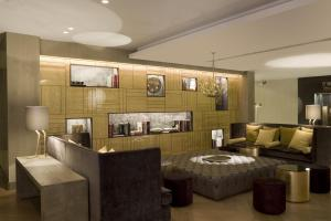Lounge oder Bar in der Unterkunft Rosa Grand Milano - Starhotels Collezione