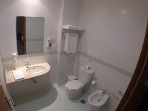 Uma casa de banho em Hotel Recinto