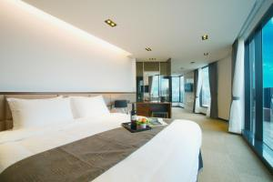 A bed or beds in a room at I-Jin Hotel