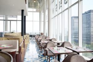 A restaurant or other place to eat at All Seasons Jakarta Thamrin