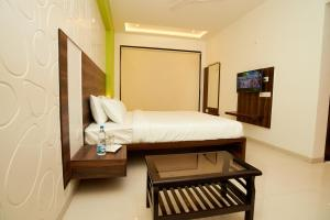 A bed or beds in a room at Hotel G-Square - Shirdi