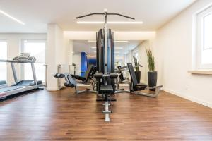 The fitness center and/or fitness facilities at Hotel Global Inn