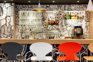 The lounge or bar area at ibis Hotel Erfurt Altstadt