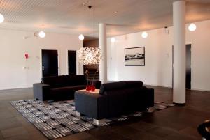 A seating area at Hotel Nørherredhus