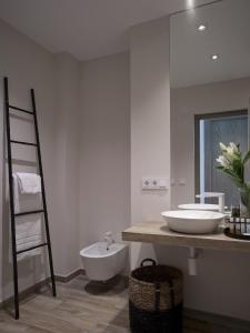 A bathroom at Hotel Boutique Balandret