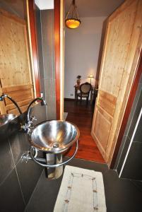 A bathroom at B&B Grand Lorì