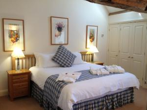 A bed or beds in a room at The Old Coach House